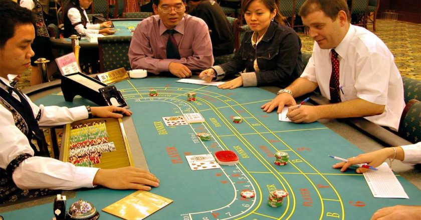 Play Online Casino Slot Games To Make Extra Money